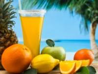 Η σωστή διατροφή στις διακοπές μπορεί να μας βοηθήσει να χαρούμε το καλοκαίρι χωρίς να επιβαρύνουμε την υγεία ή να αυξήσουμε το βάρος μας